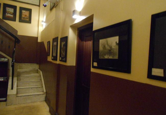 3階レストランに上がる階段。