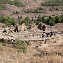 劇場。3000人収容、傾斜を使って造られている。