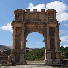 カラカラ帝の凱旋門。フォーラムから見たところ。