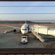 間近に飛行機