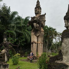 謎の仏像がたくさんある公園