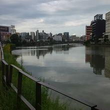 福岡市内中心部を流れる