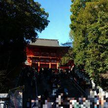 楼門前、初詣の様子です