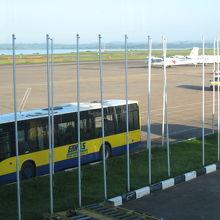 エンテベ国際空港 (EBB)