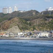 鵜原海岸を眺望しました。サーファーも見えます。