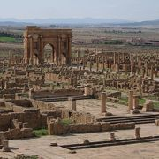 図書館のある整然とした典型的なローマ遺跡