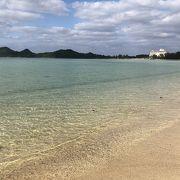 浅瀬のきれいな海