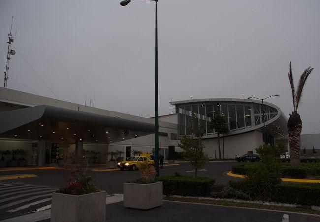 ケレタロ国際空港 (QRO)