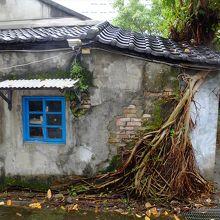 四市南村の一画には、タプロム寺院を連想させるような元住居も