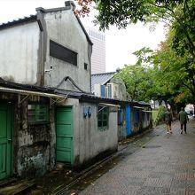 四四南村は閉ざされた区域ではないので、通り抜けるだけの人も。