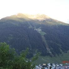 対面の山々にもロープウェイが有る山が沢山有ります