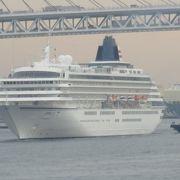 横浜港大さん橋国際客船ターミナルで乗船した時に、大さん橋に停泊していたのは飛鳥Ⅱ、にっぽん丸、ぱしふぃっく びいなす、横浜港内のクルーズ船ロイヤルイングでした。