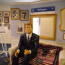 ケネディ大統領の実寸大マネキン人形。