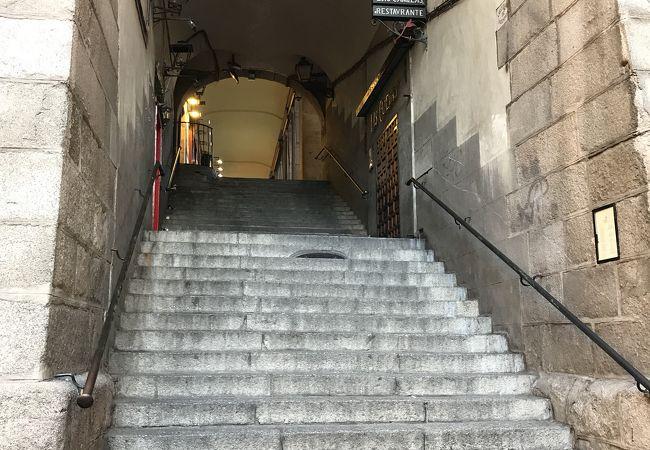 マヨール広場にある門の一つ