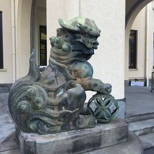 美術館前の狛犬