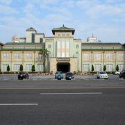 展示は歴史博物館ぽくありませんが、建物が歴史です