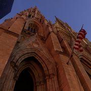 ミッドタウンのど真ん中に佇む大聖堂でミサを