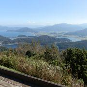 標高400mの梅丈ヶ岳山頂に広がる多彩な公園です。