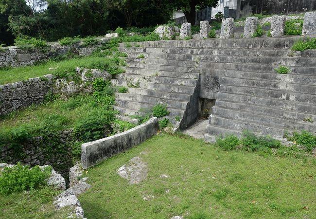 階段状になっている独特の様式