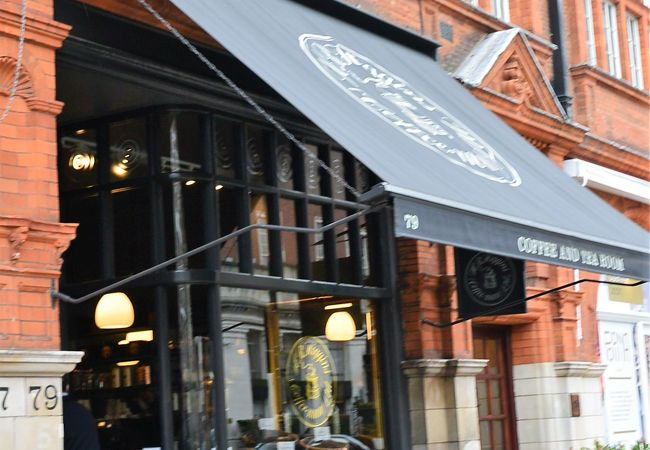 王室御用達の紅茶&コーヒーの専門店の小さなカフェでブレイク&自宅用紅茶の買いだめ
