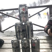 ゴンドラの頂上でビール売ってます