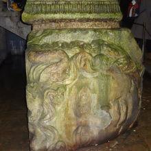宮殿の一番奥にはメドゥーサの顔が2体横たわっていました。