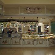 クリスマスシーズンはマジパン入りのシュトーレンがおすすめ。