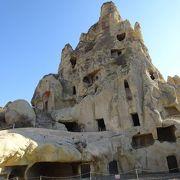 迫害から逃れ定住したキリスト教徒が造った多くの岩窟教会