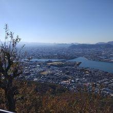 高松市内を望む