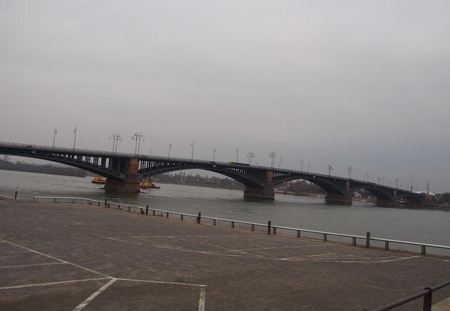 テオドール ホイス橋