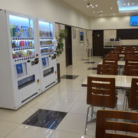 食堂と自動販売機2台