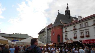 「聖マリア教会」の東側にある小さな広場