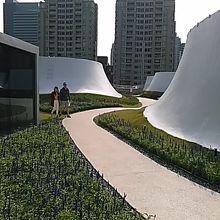 6階はアニメのラピュタの一場面かと思う用な空中庭園