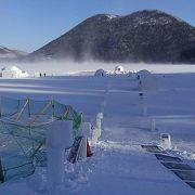 雪の中で入る温泉