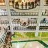 九龍城のきれいなショッピングセンターの上階にあります。