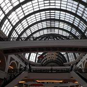 広大なショッピングセンター