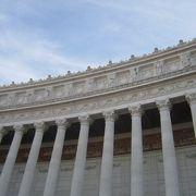 イタリア統一を記念した白亜の巨大建築