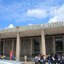 アレハンドロ ベラスコ アステテ国際空港 (CUZ)