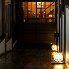 母屋から桐の家へ伸びる廊下