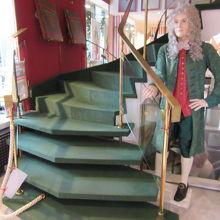 博物館に続く階段にはナポレオンさんがいました。