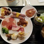 ホテルの朝食に