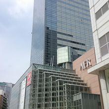 仙台駅に近いところにある高層ビルです