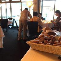 朝食、パンは絶品