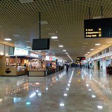 バーレーン国際空港 (BAH)