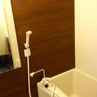 階に1つの共用バスルーム。