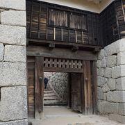 石垣の下からの方がこの櫓全体がよく見えると思います