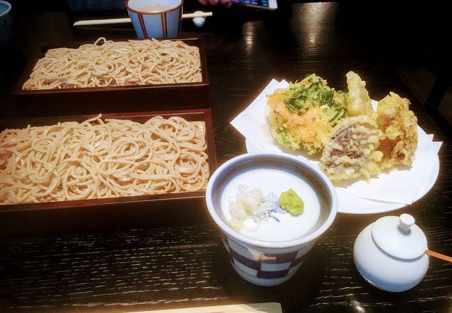 天ぷらも美味しいモダンな銀座の蕎麦屋