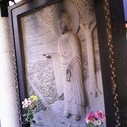 有名な水掛不動以外にも「金毘羅天王」「二河白道堂」などでじっくりお参り
