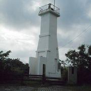 石垣市内西部の近くにある小さな灯台でした。