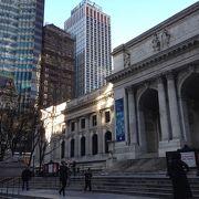 建物だけを見ると美術館か博物館のようです